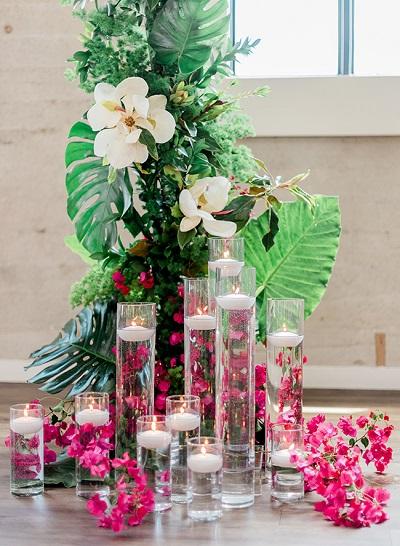 Tropische bloemen als styling