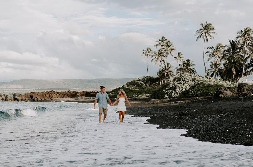 Stel tijdens honeymoon op Hawaii