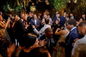 Trouwfeest met dansende gasten