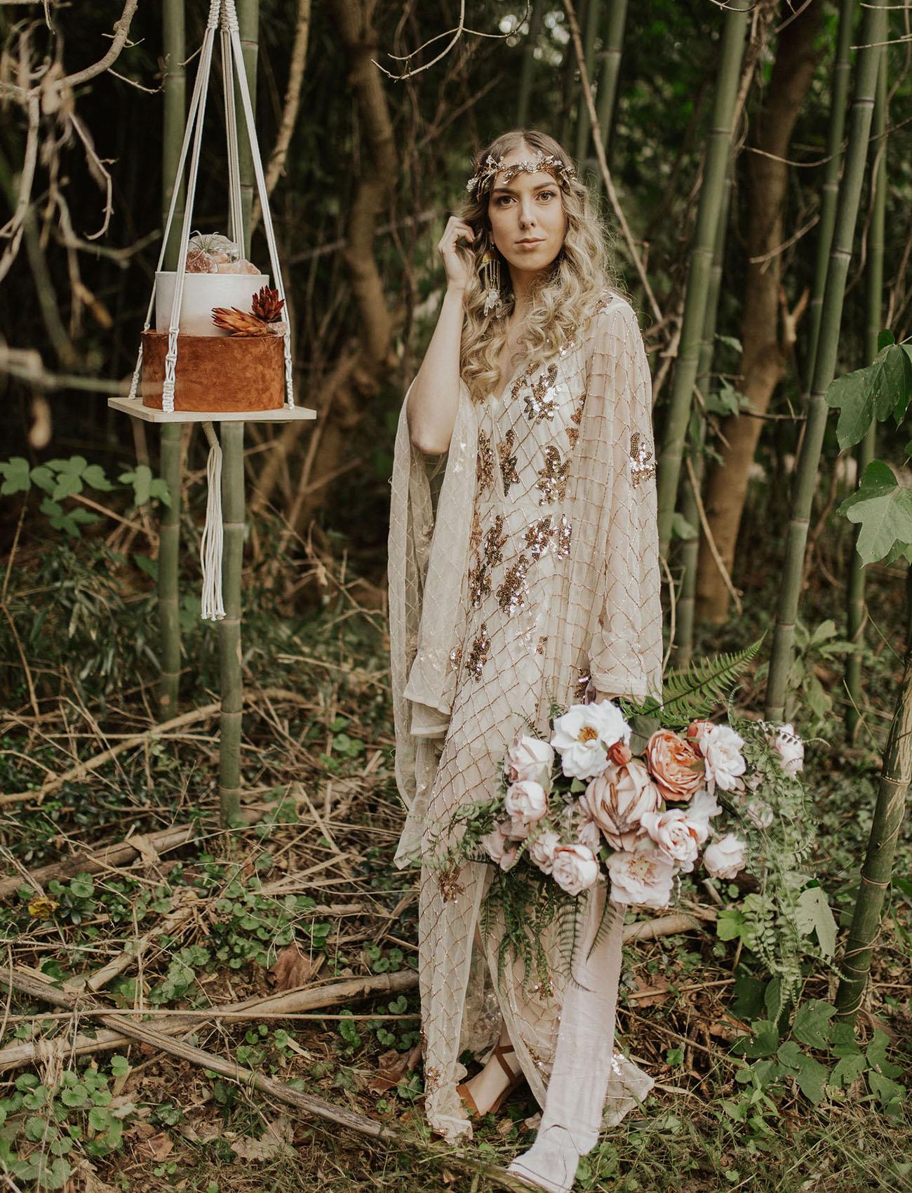Bruid met een gouden trouwjurk