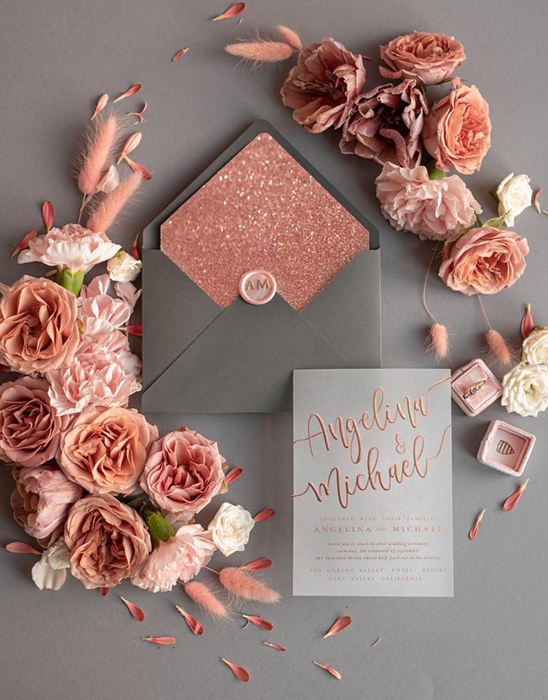 Rosé goud als kleur voor de trouwuitnodiging