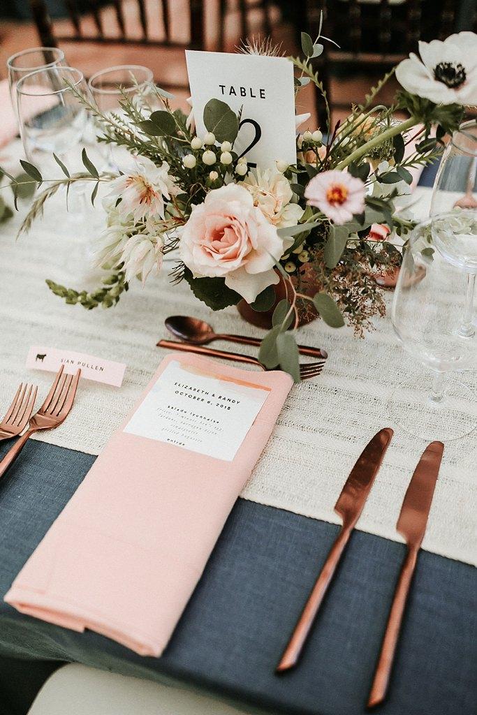 Rosé goud als bruiloft diner decoratie