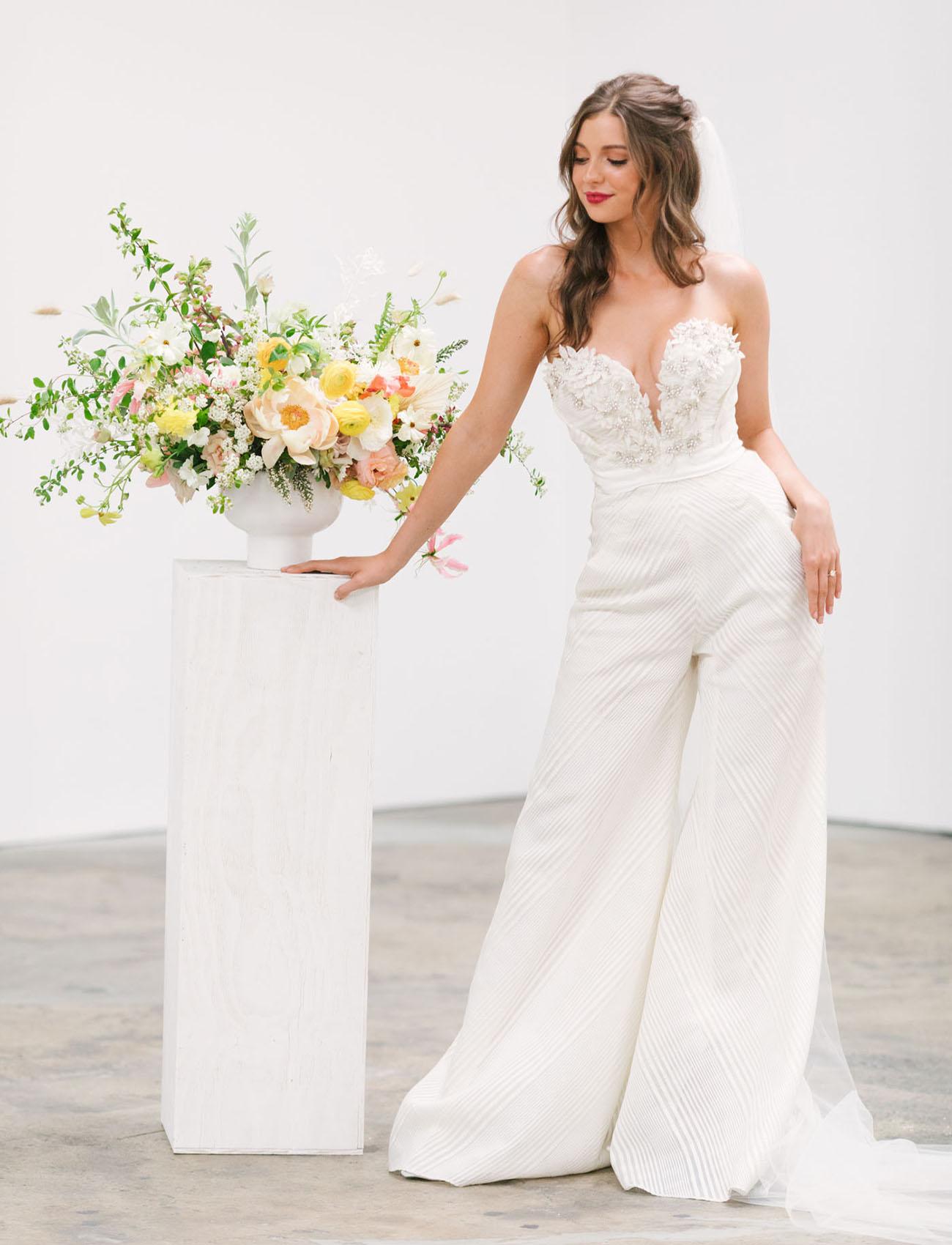 Bruid met broekpak