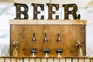 Zelfgemaakte bierbar bruiloft