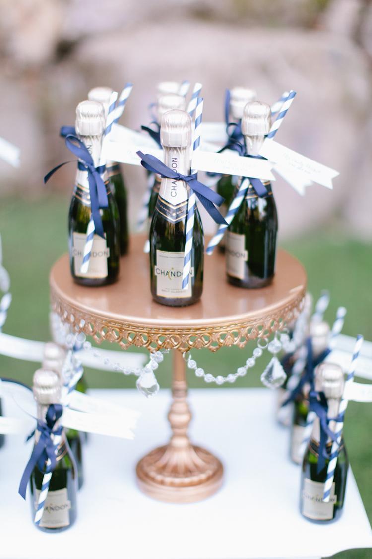 Mini flesjes champagne voor de bruiloft