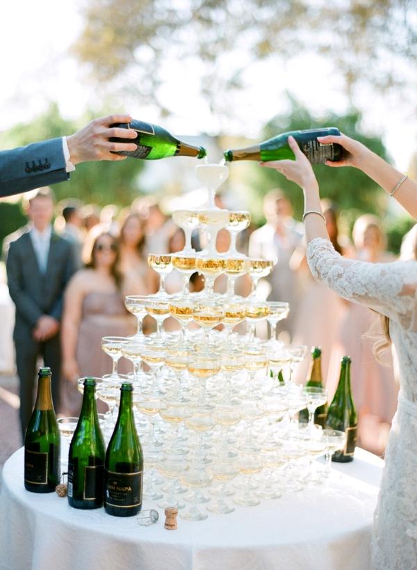 Bruidspaar met champagne toren