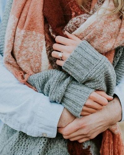 Verlovingsfoto handen