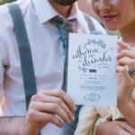 Bruidspaar met trouwkaart