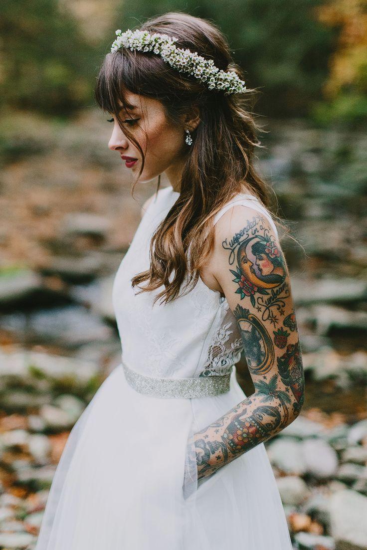 Bruid met tatoeage op haar arm