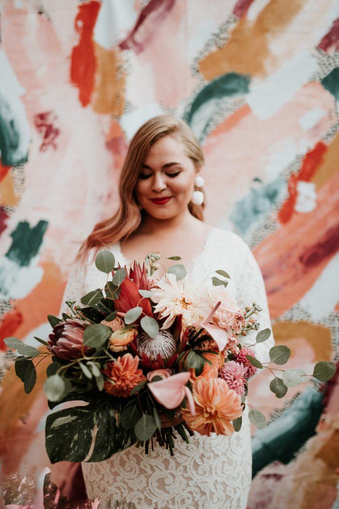 Bruid voor kleurrijke achtergrond