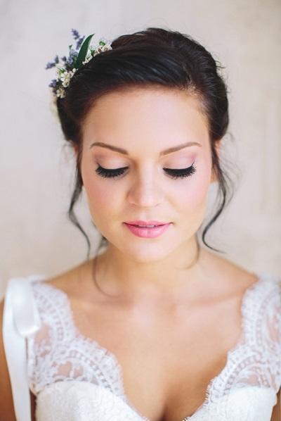 Bruid met zachte bruidsmake-up