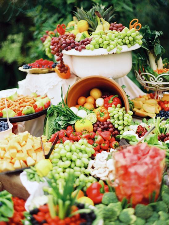 Bruiloft buffet met fruit