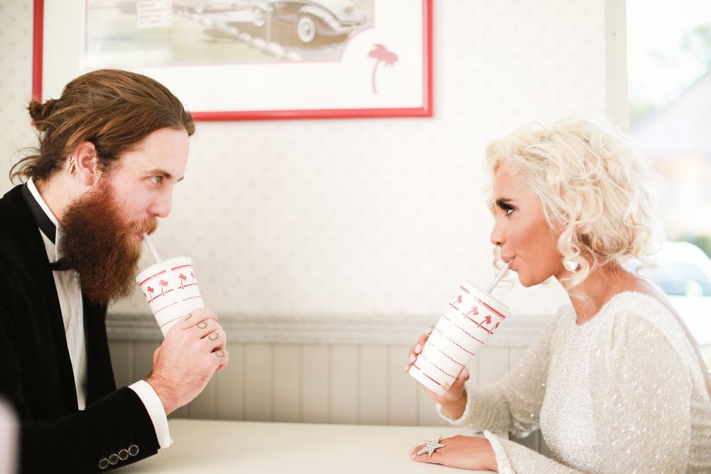 Bruidspaar in Amerikaanse diner