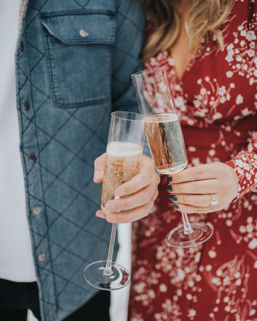 Verlovingsfoto met champagne