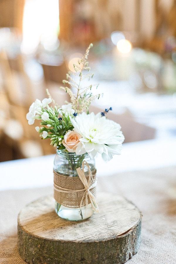 Centerpieces met bloemen in een vaasje