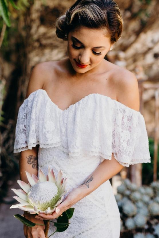 Bruid met enkele protea