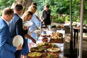 Barbecue trouwfeest met lopend buffet