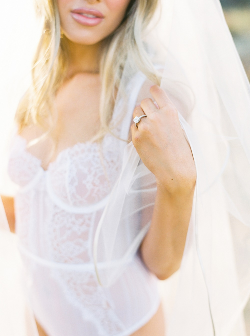 Bruid in wit torselet
