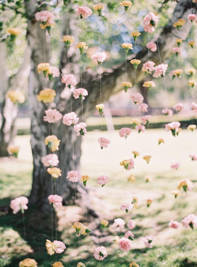 Bloemen als achtergrond huwelijk