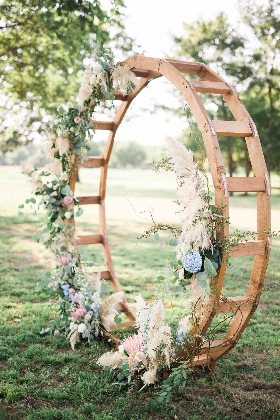 Ronde backdrop voor de bruiloft