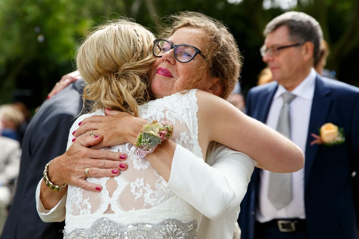 Feliciteren van de bruid