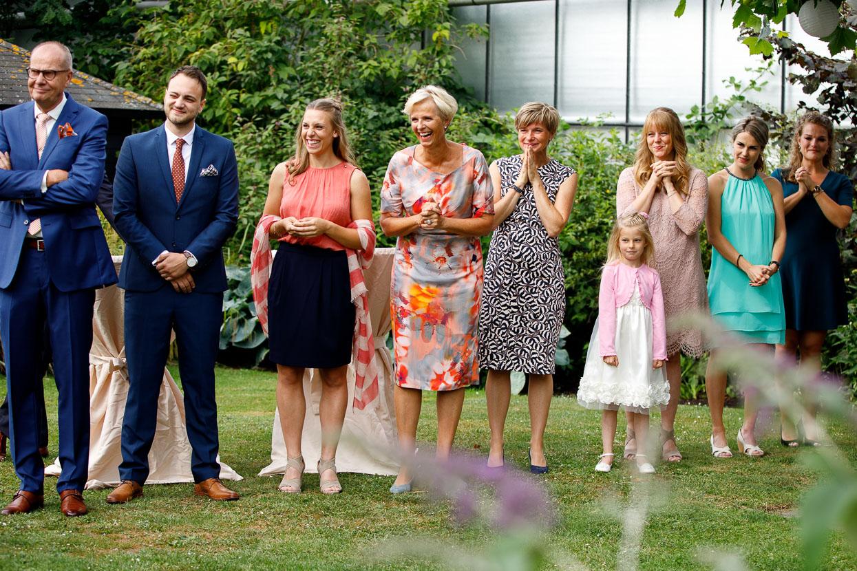 Gasten op een bruiloft