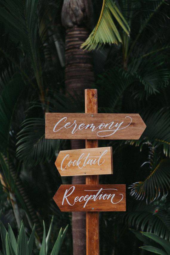 Houten bruiloft wegwijzer