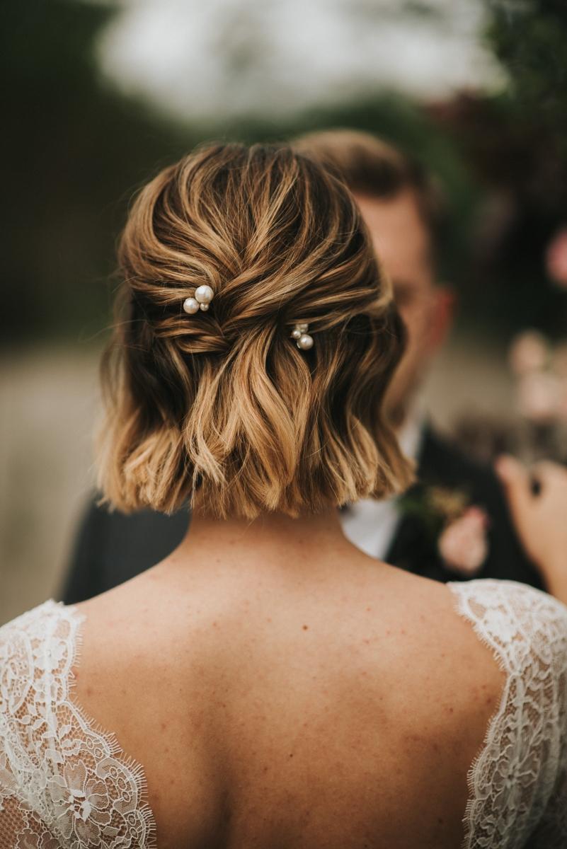 Bruid met kort haar
