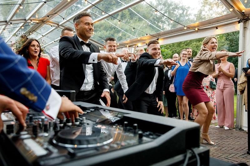 Bruiloft tips om gasten aan het dansen te krijgen