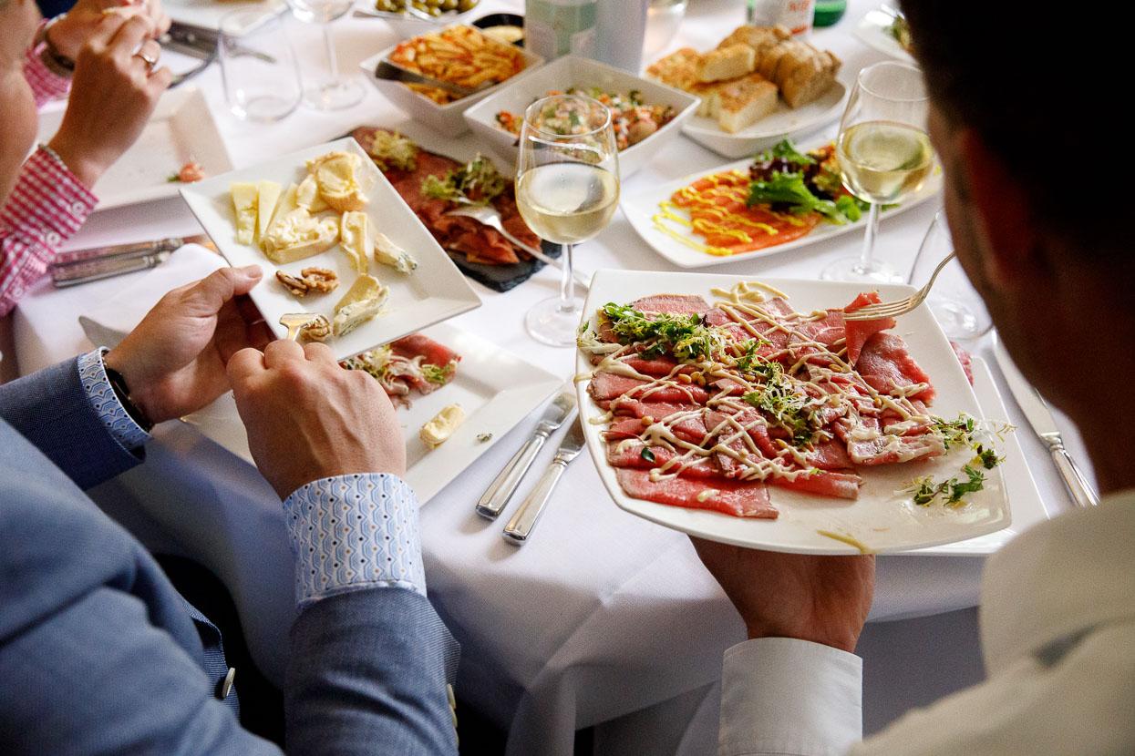 Verschillende soorten eten op de bruiloft