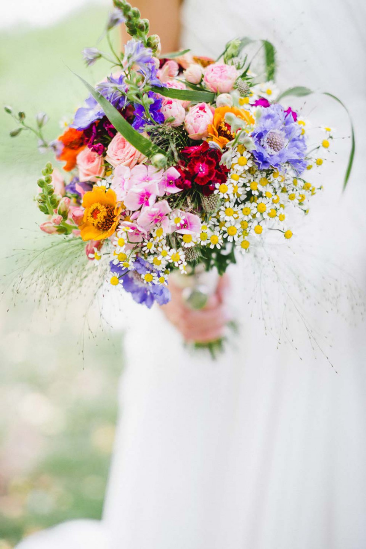 Bruidsboeket met wilde bloemen