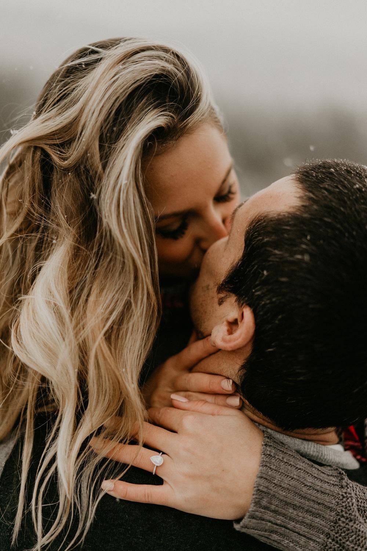 Verlovingsring van het huwelijksaanzoek