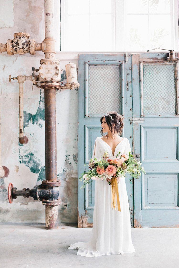 Bruid op industriële trouwlocatie
