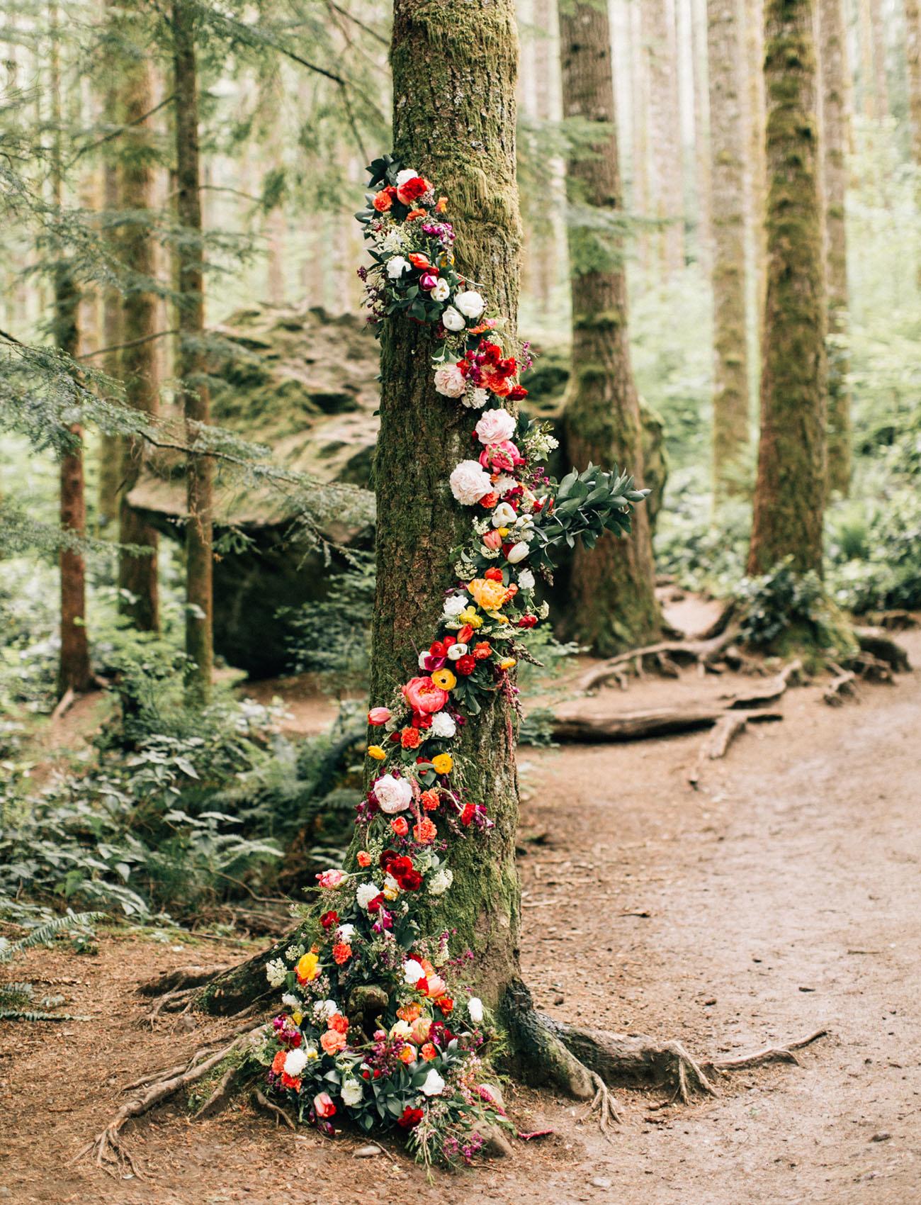 Bruiloft decoratie boom met bloemen