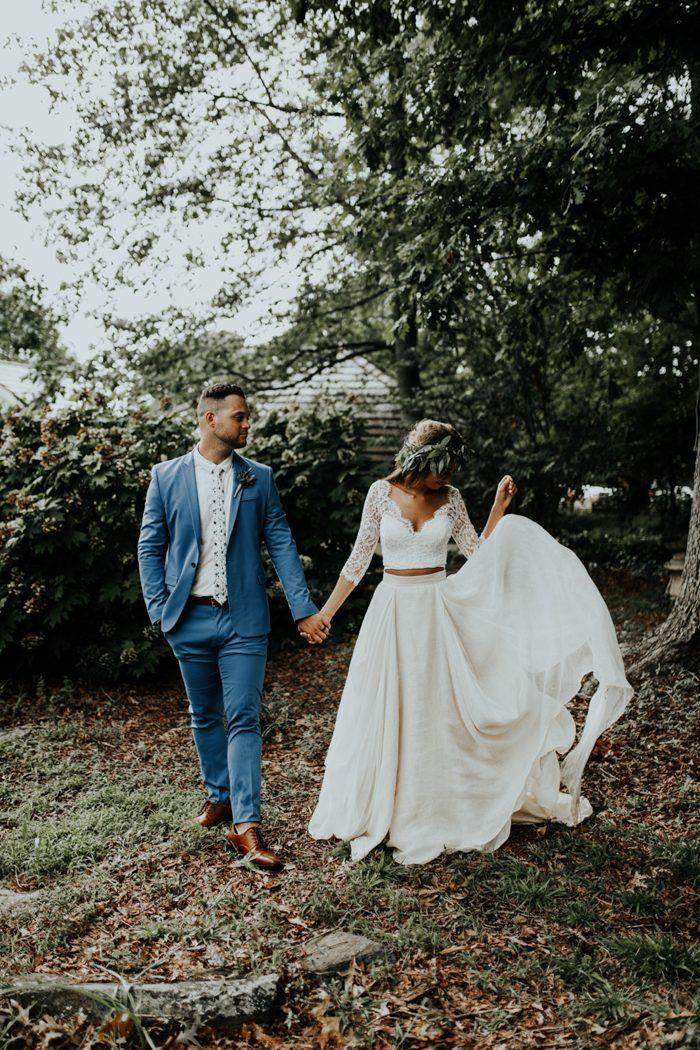 Bruid met crop top trouwjurk