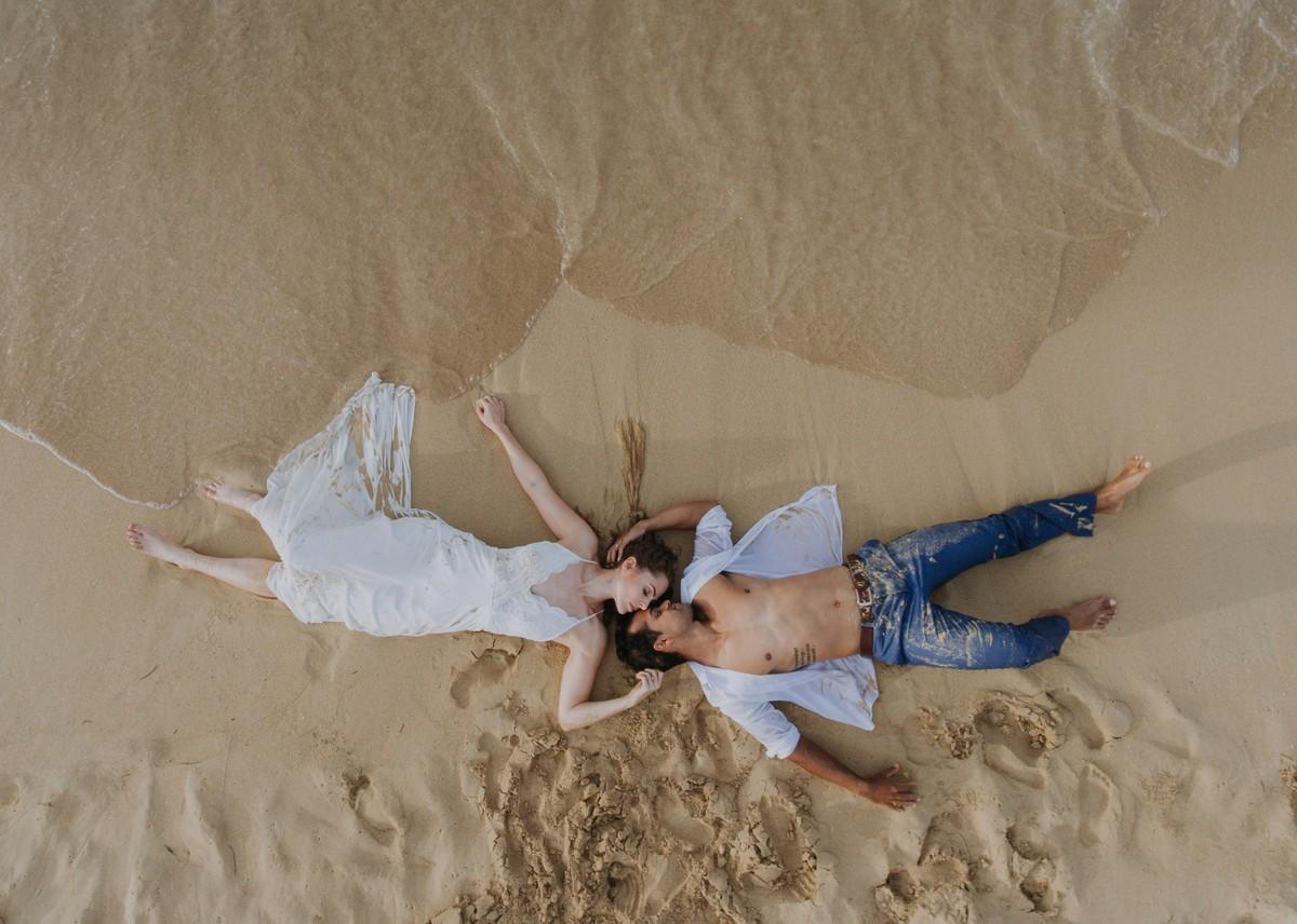 Bruidspaar in het zand