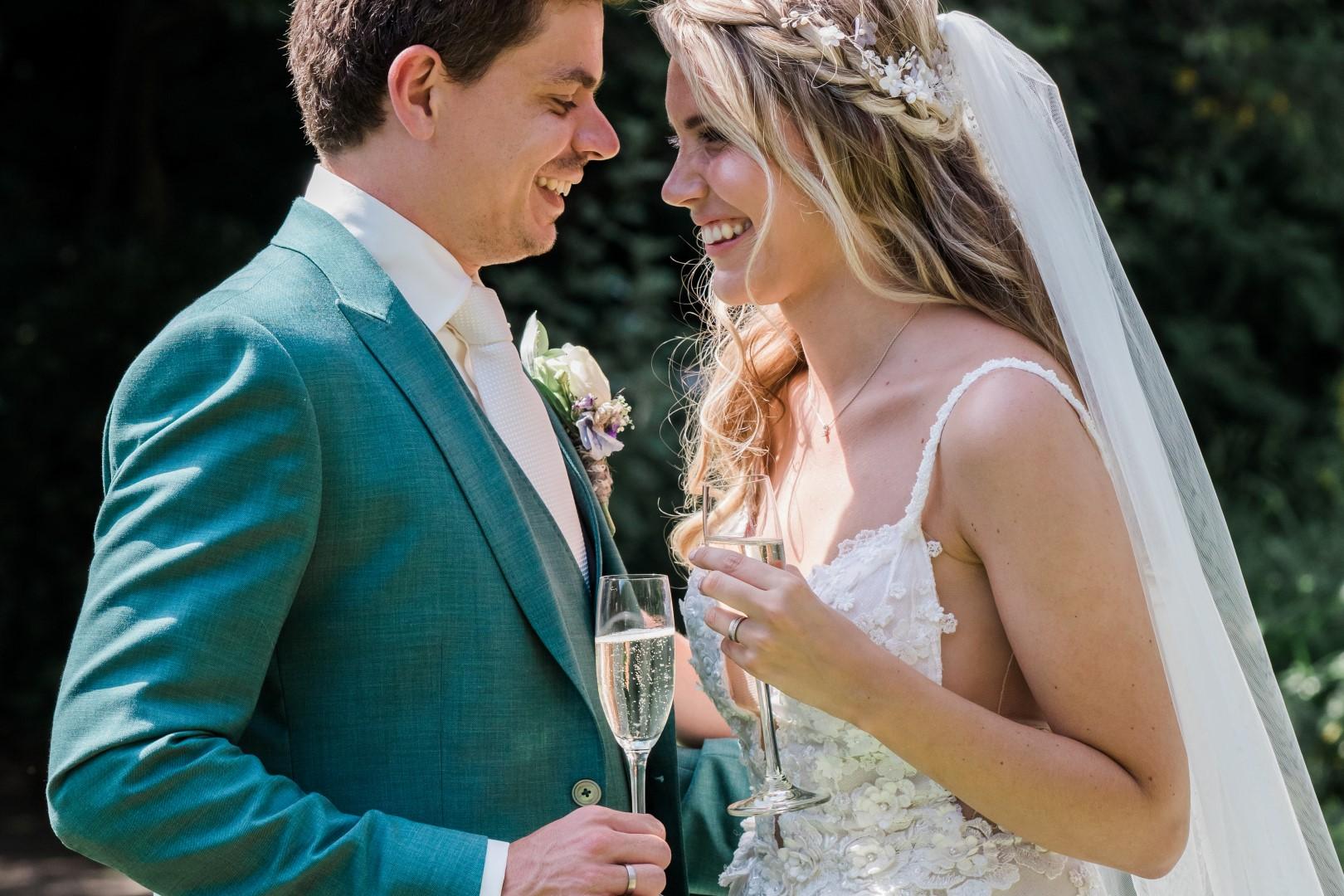 Bruidspaar met champagne