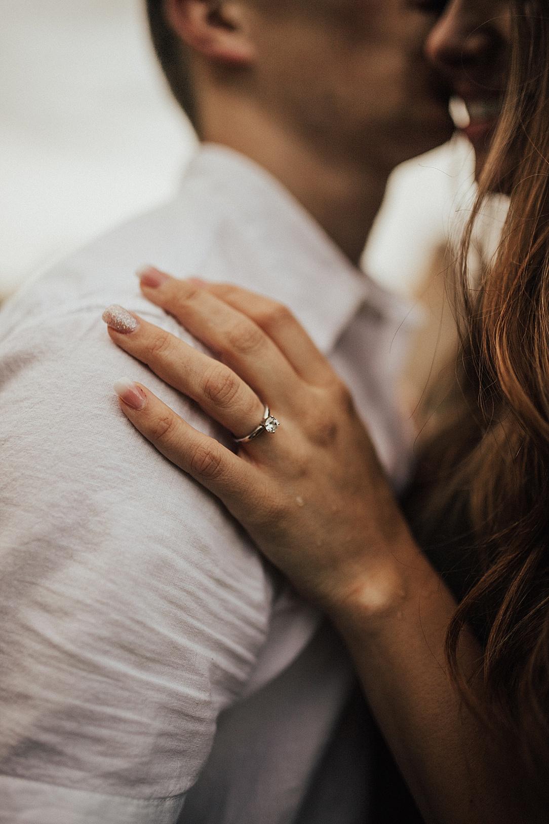 Verlovingsring aan hand