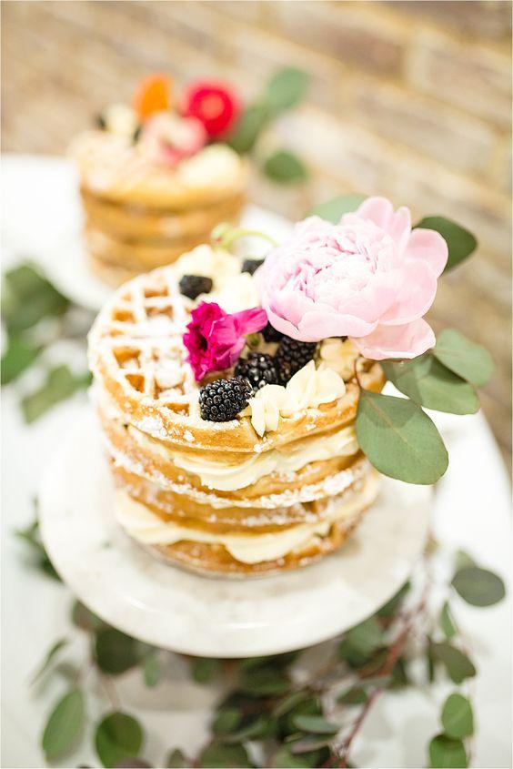 Bruidstaart gemaakt van wafels