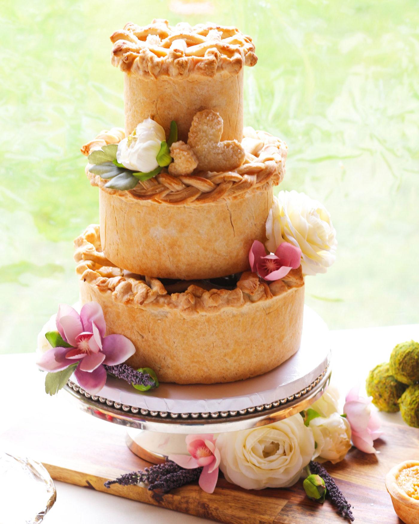 Bruidstaart gemaakt van appeltaart