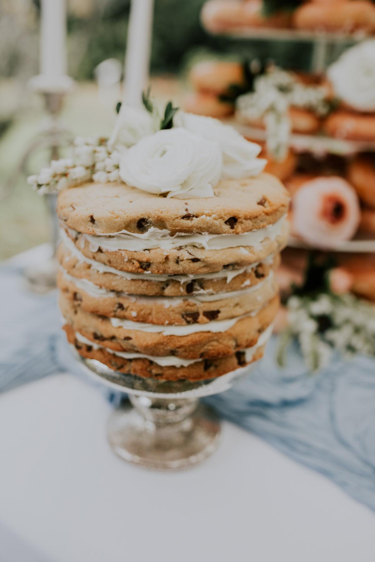 Bruidstaart gemaakt van koek