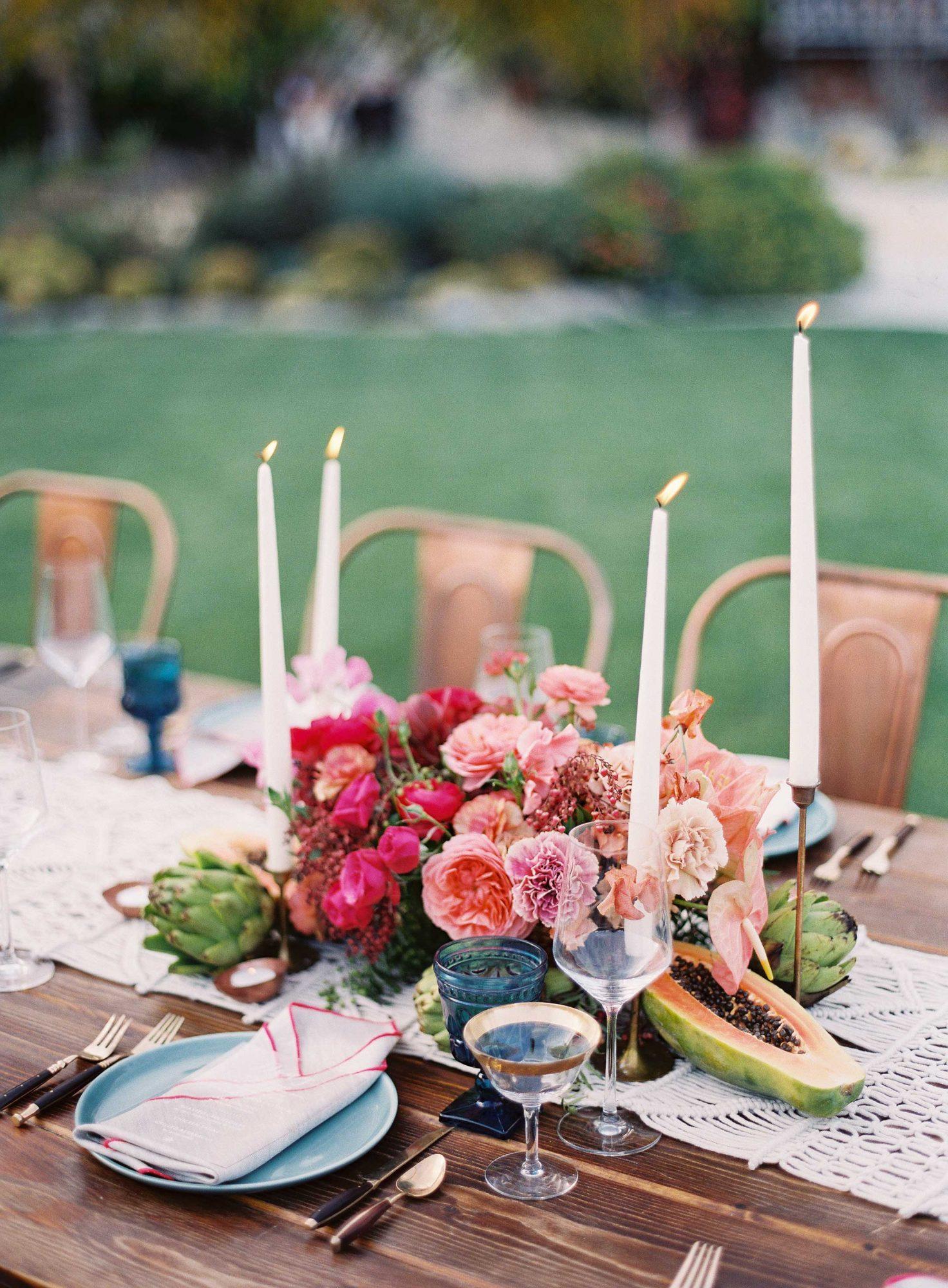 Kaarsen bij bruiloft diner