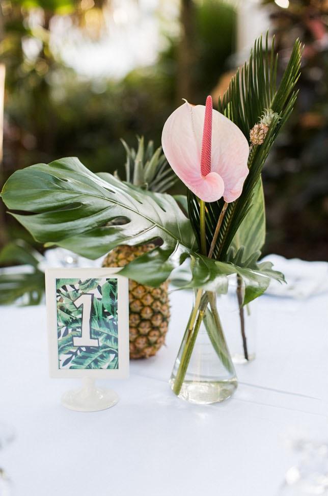 Tropische centerpieces op bruiloft