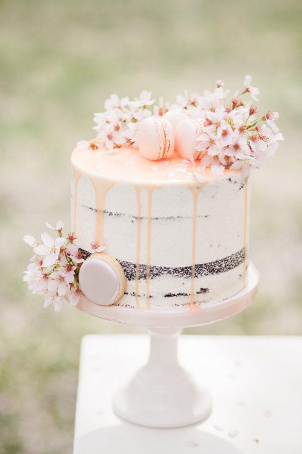 Kleine bruidstaart met macarons