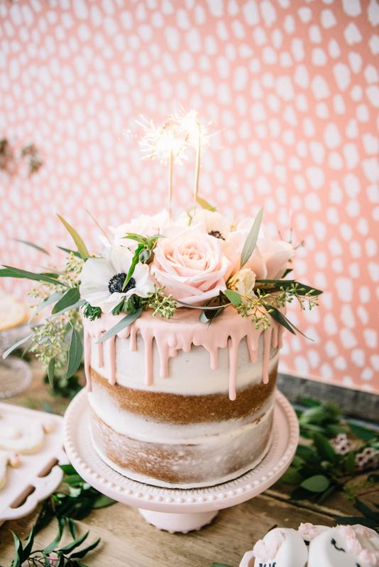 Roze drip cake maken