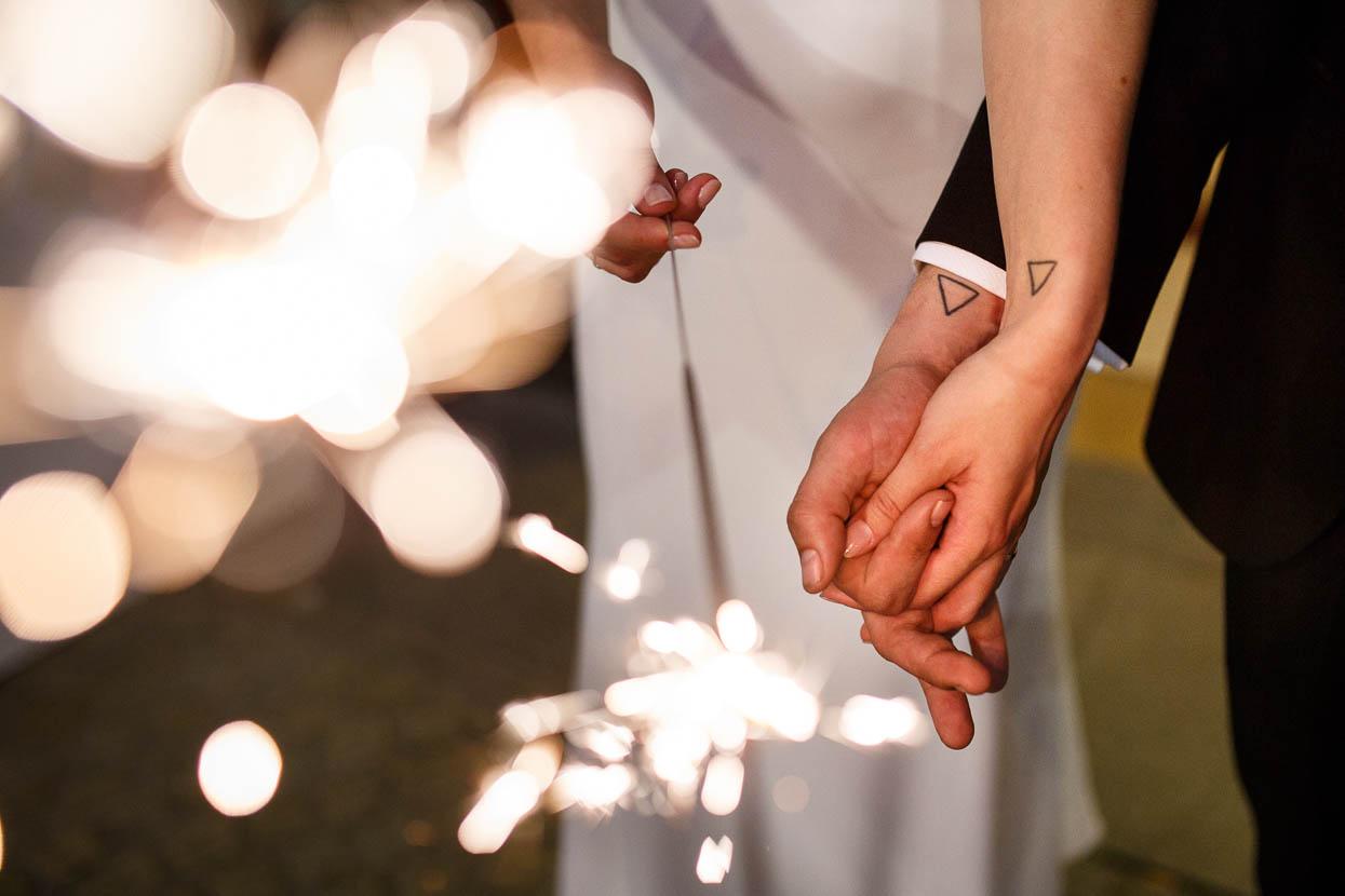 Bruidspaar met dezelfde tattoo