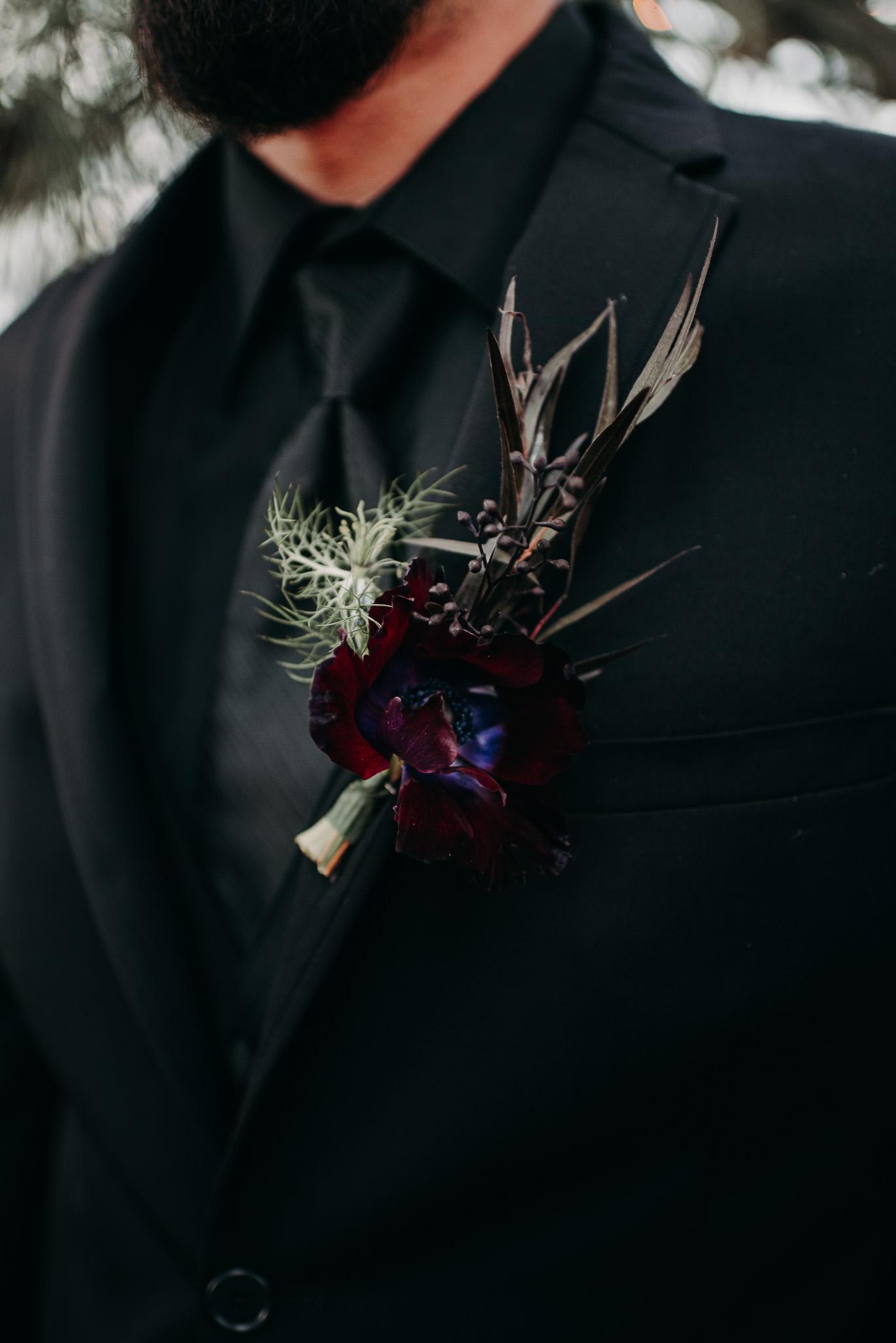 Black on black trouwpak voor de bruidegom
