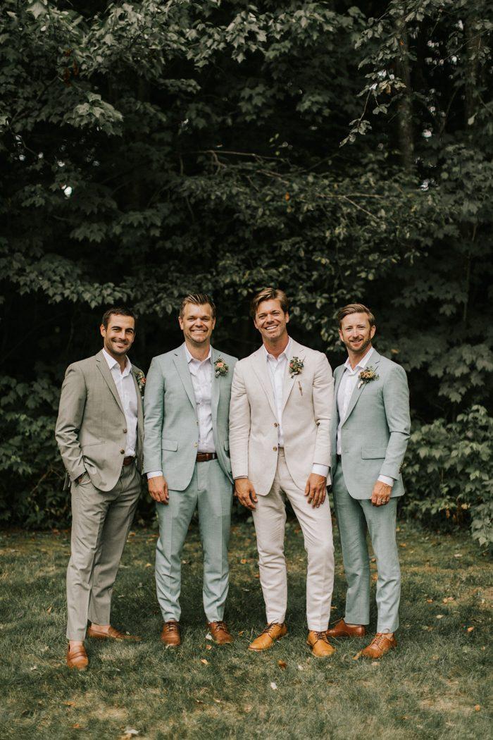 Trouwpak trends voor de bruidegom in pastelkleuren