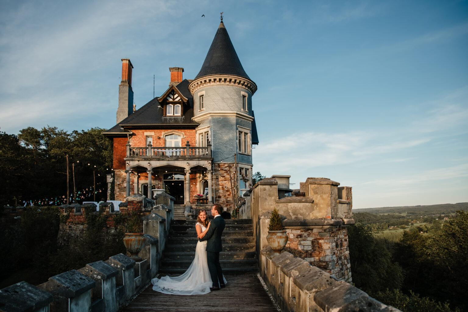 Bruidspaar bij Chateau de Balmoral