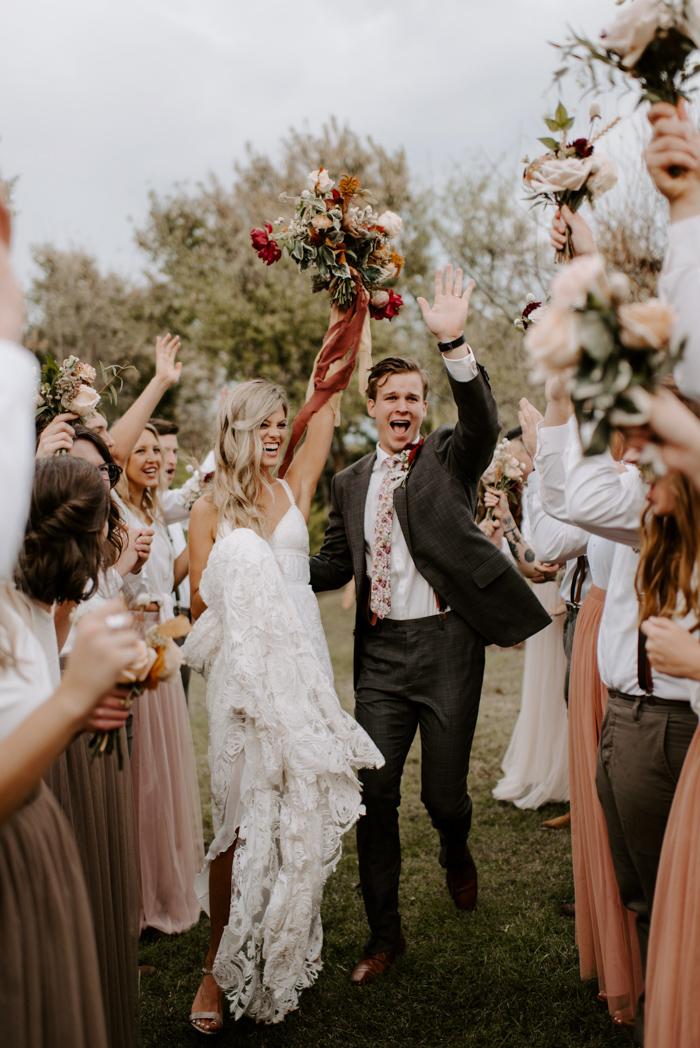 Bruidspaar na afloop van de ceremonie